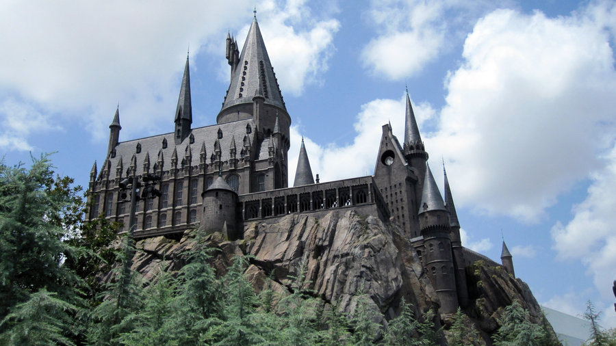 Hogwarts castle in Harry Potter (WB & J.K. Rowling)